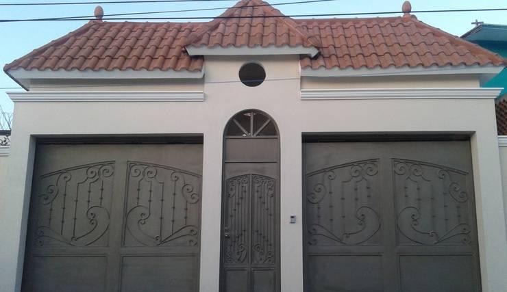 """CASA """"PICCOLA ITALIA """": Casas de estilo  por SG Huerta Arquitecto Cancun"""