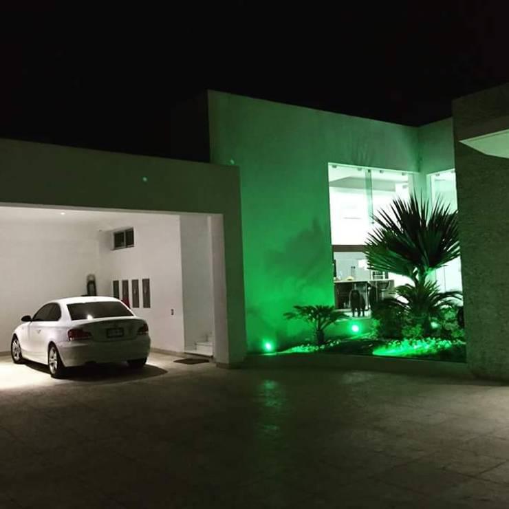 CASA DE LOS PATIOS : Casas de estilo  por SG Huerta Arquitecto Cancun
