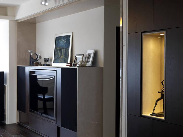 家的風景:  客廳 by 大荷室內裝修設計工程有限公司