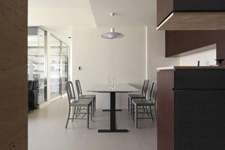 無印設計宅:  餐廳 by 大荷室內裝修設計工程有限公司