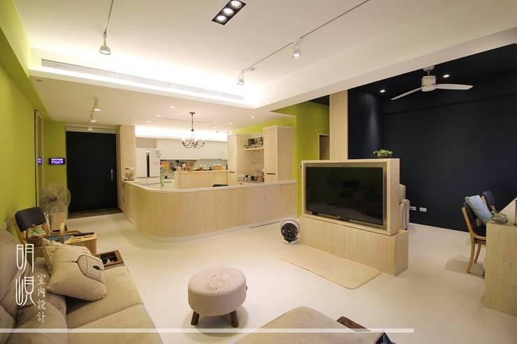 新竹 鄉村簡約:  客廳 by 明峴室內設計