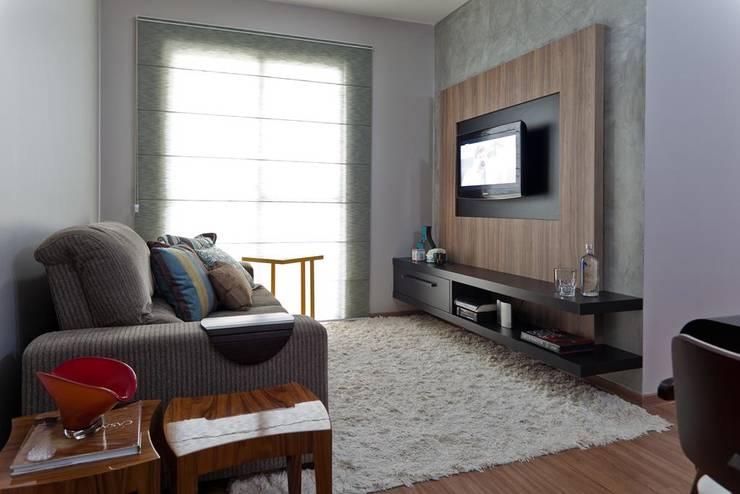 Salas multimedia de estilo moderno por Cia de Arquitetura