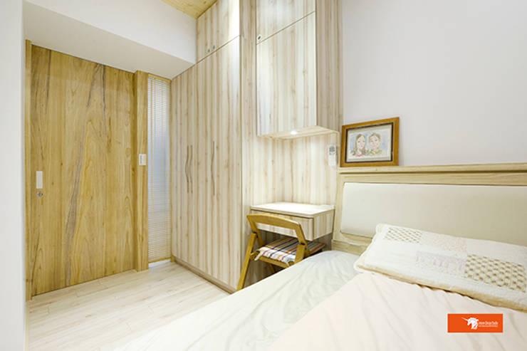 天御-林公館:  臥室 by Unicorn Design
