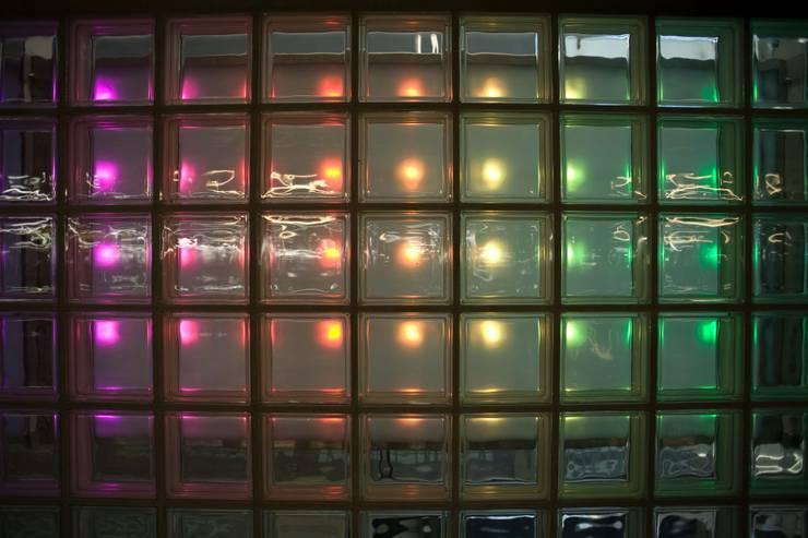Lichtontwerp LEDwand parkeergarage:  Bars & clubs door INsides lichtontwerp, Industrieel