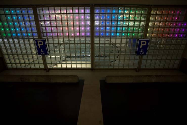 LEDwand dynamische verlichting, kleurwisselend licht:  Congrescentra door INsides lichtontwerp, Industrieel