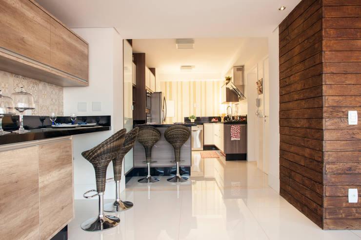 Cocinas de estilo  por Ahph Arquitetura e Interiores