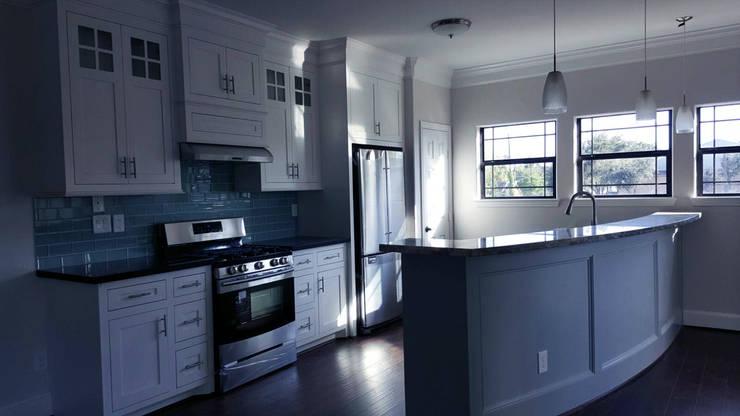 現代廚房設計點子、靈感&圖片 根據 Banda & Soldevilla Arquitectos 現代風