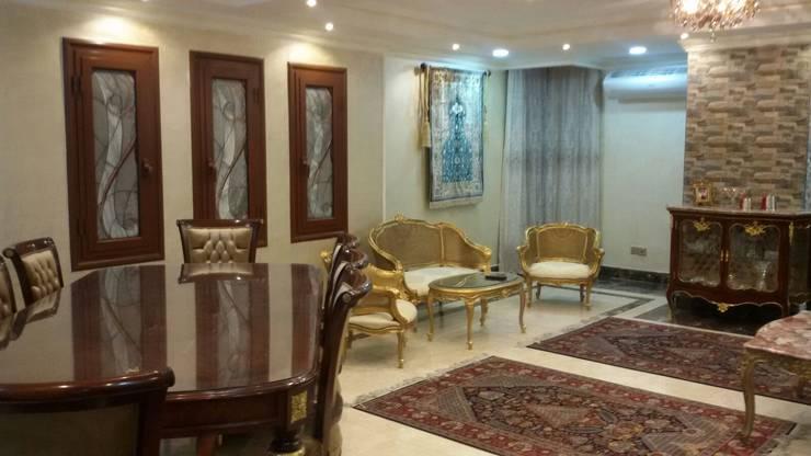 Living room by الرواد العرب