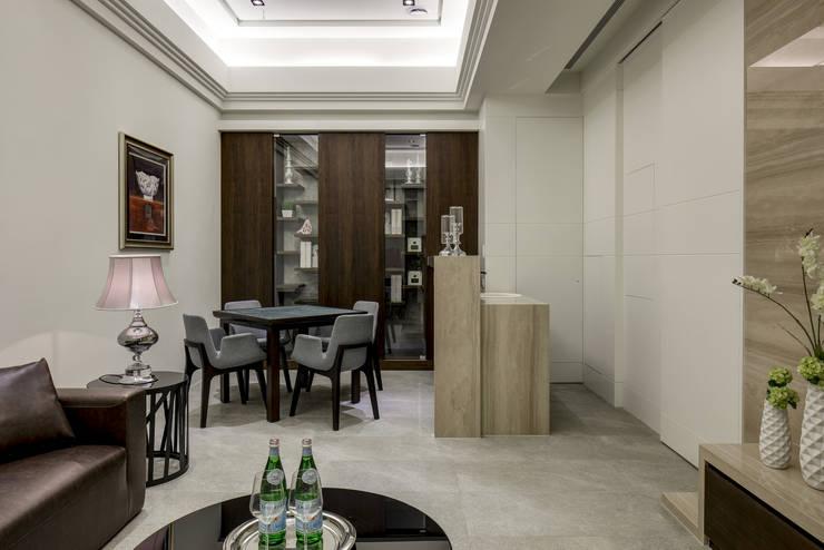 三代同堂度假別墅:  影音室 by 大荷室內裝修設計工程有限公司