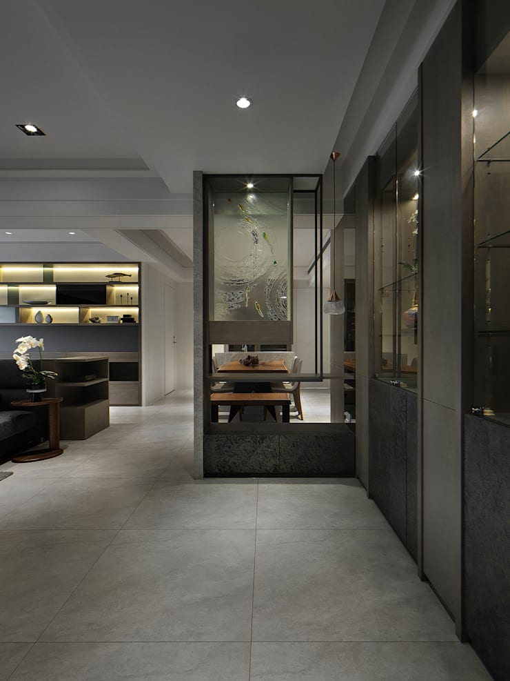Corridor & hallway by 大荷室內裝修設計工程有限公司