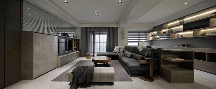Living room by 大荷室內裝修設計工程有限公司,