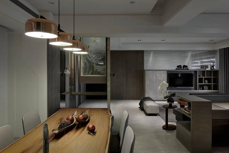 Salle à manger de style  par 大荷室內裝修設計工程有限公司, Moderne
