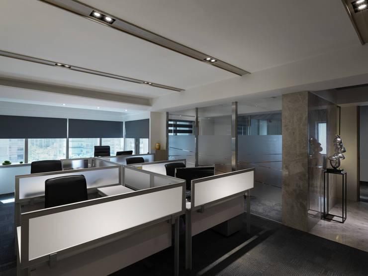 工作空間的最大值工作空間的最大值:  書房/辦公室 by 大荷室內裝修設計工程有限公司