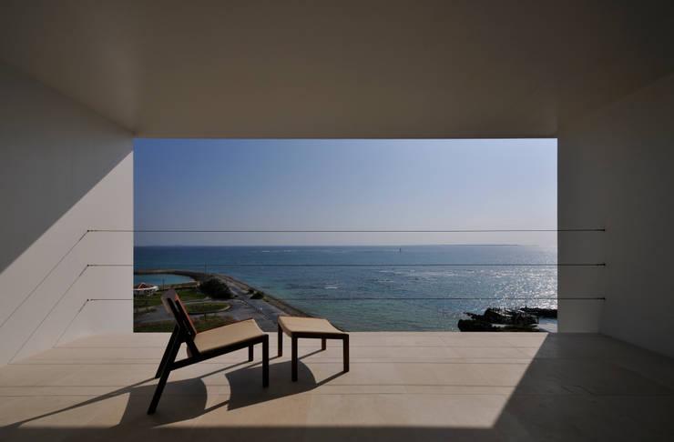 FRSW-HOUSE: 門一級建築士事務所が手掛けたベランダです。