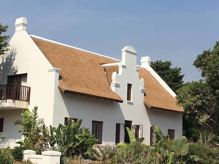 Rumah by Cintsa Thatching & Roofing