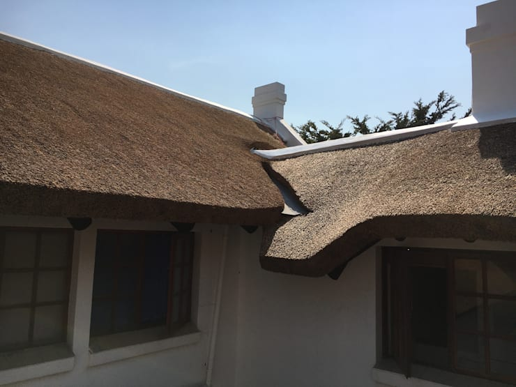 Clear Drainage Channels:  Houses by Cintsa Thatching & Roofing