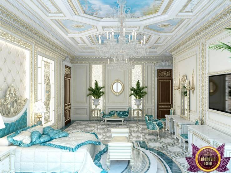 Palatial  bedroom design of Katrina Antonovich:  Bedroom by Luxury Antonovich Design