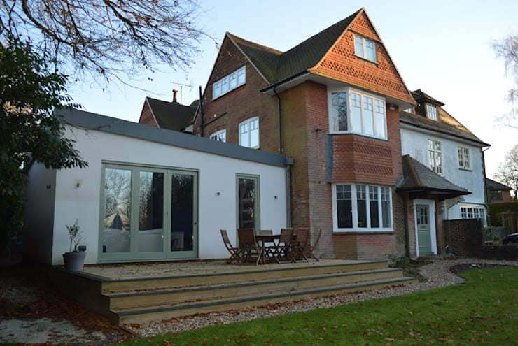 Front view of the new single storey extension: modern Houses by ArchitectureLIVE