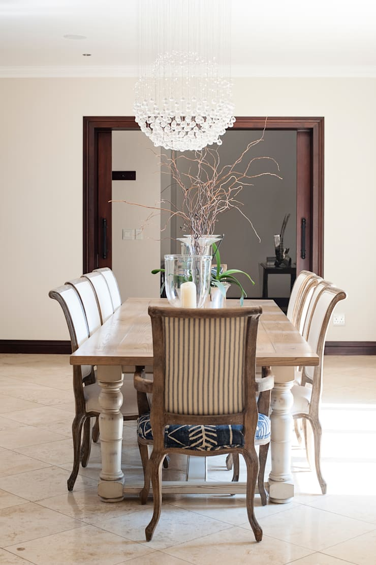 Dining Room:  Dining room by Tru Interiors, Country