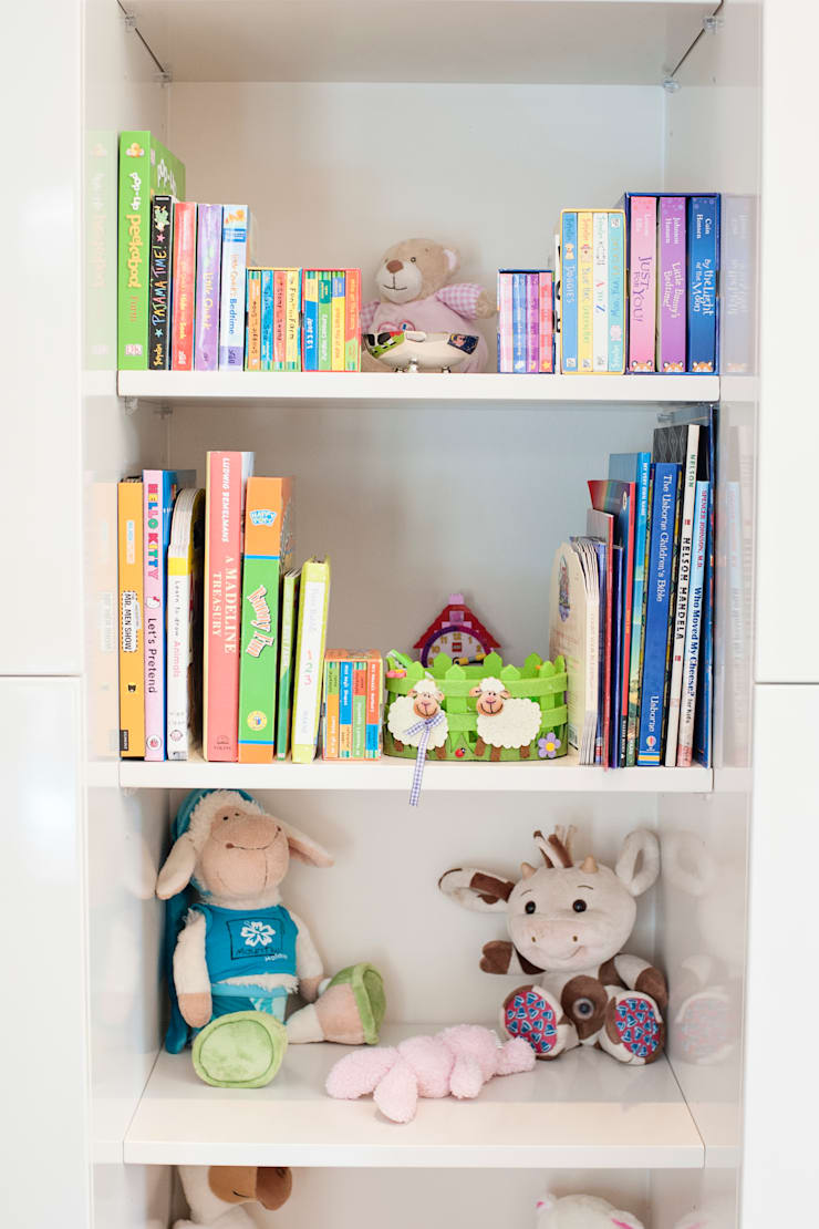 Playroom:  Nursery/kid's room by Tru Interiors, Country