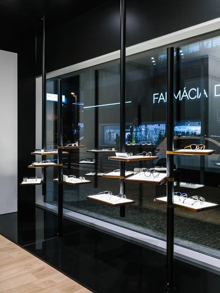 5: Lojas e espaços comerciais  por XYZ Arquitectos Associados