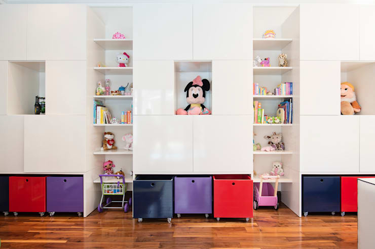 Playroom:  Nursery/kid's room by Tru Interiors