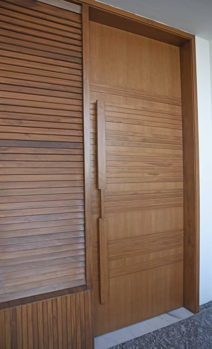 Apartment Interiors in Jubilee Hills:  Windows by 29 studio