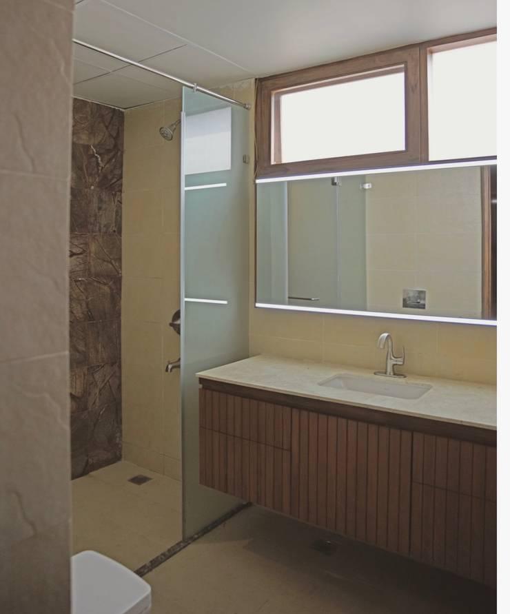 Apartment Interiors in Jubilee Hills:  Bathroom by 29 studio