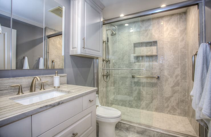 Luxury Master Bath:  Bathroom by Dahl House Design LLC