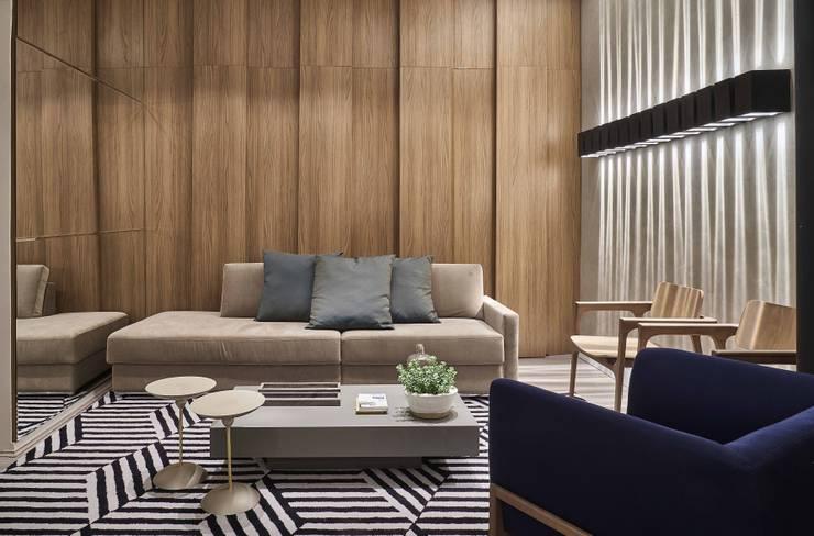 Salas de estilo moderno por Carmen Calixto Arquitetura
