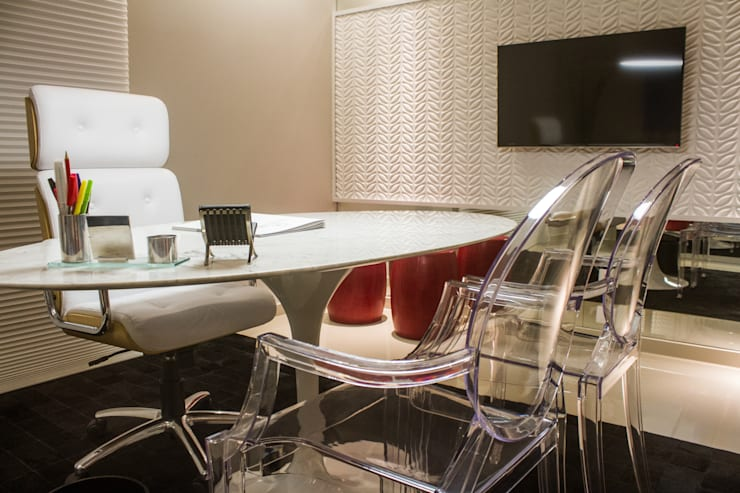 Estudios y oficinas de estilo moderno por Cintia Abreu - Arquitetura e Interiores