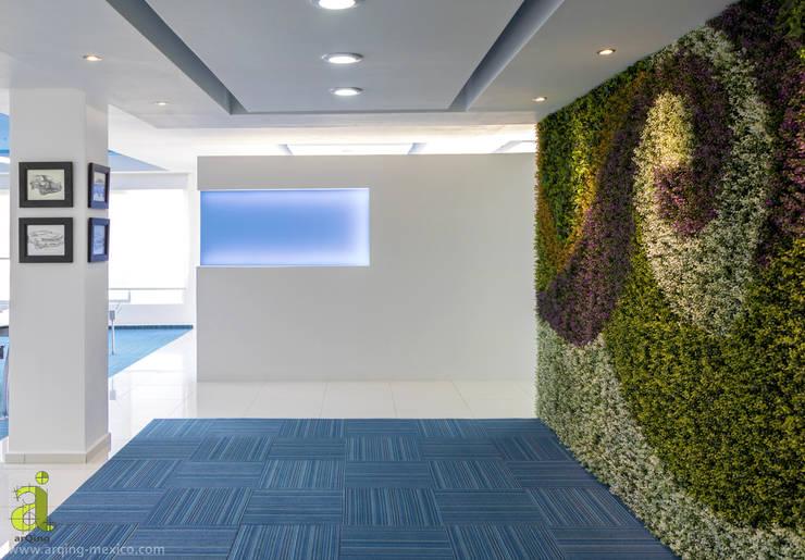 Acceso - Lobby: Oficinas y tiendas de estilo  por arQing