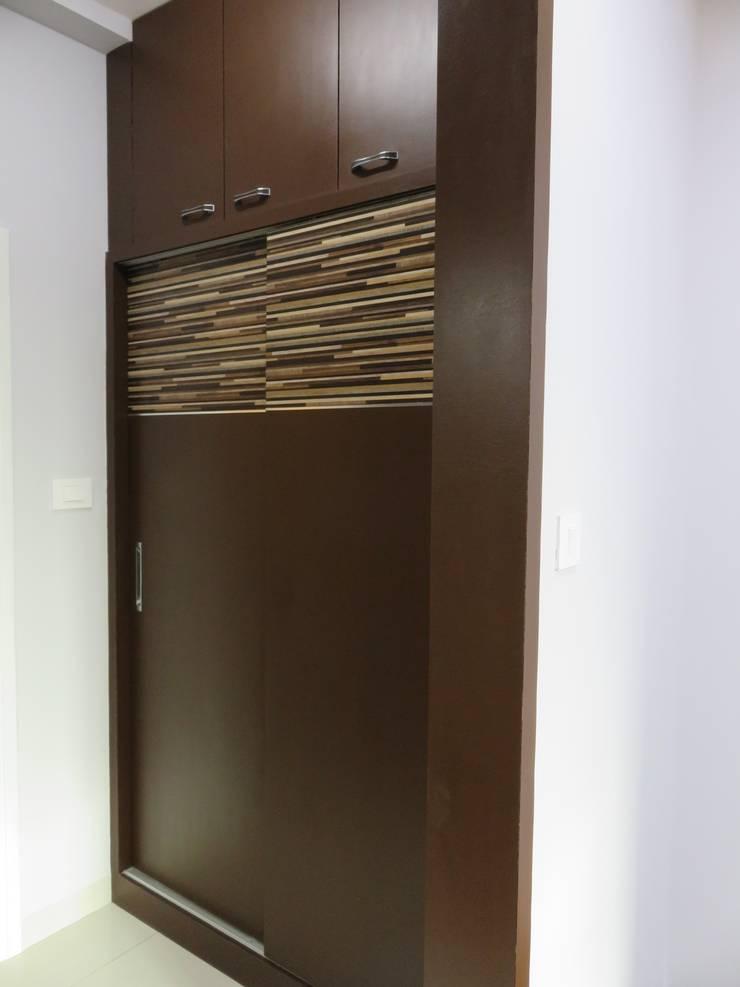 sliding wardrobe inside dressing room: modern Bedroom by Bluebell Interiors