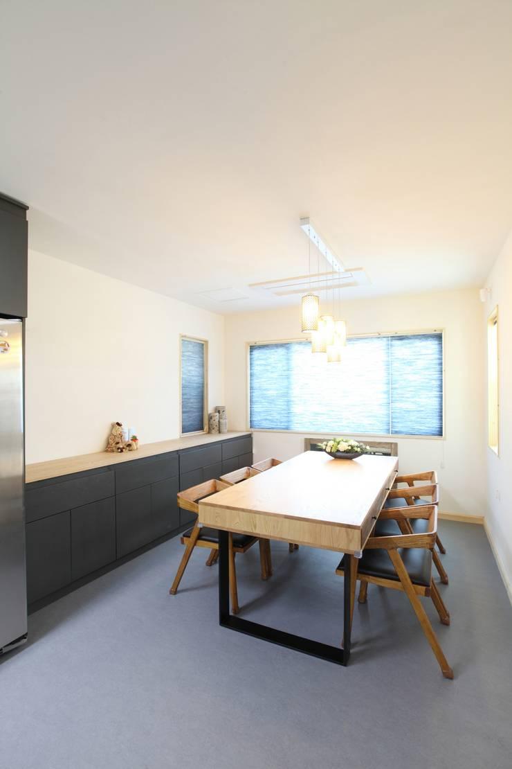 J-HAUS: 지호도시건축사사무소의  다이닝 룸
