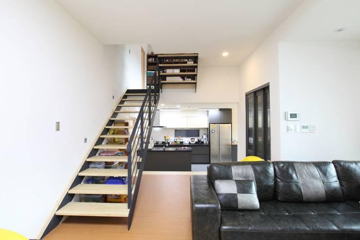 J-HAUS: 지호도시건축사사무소의  복도 & 현관