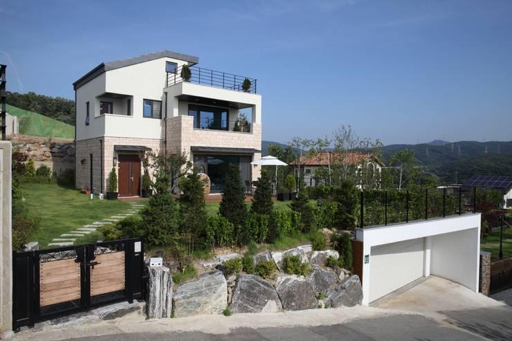 고기동 주택: 지호도시건축사사무소의  주택,모던 철근 콘크리트