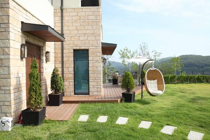 고기동 주택: 지호도시건축사사무소의  정원,모던 돌