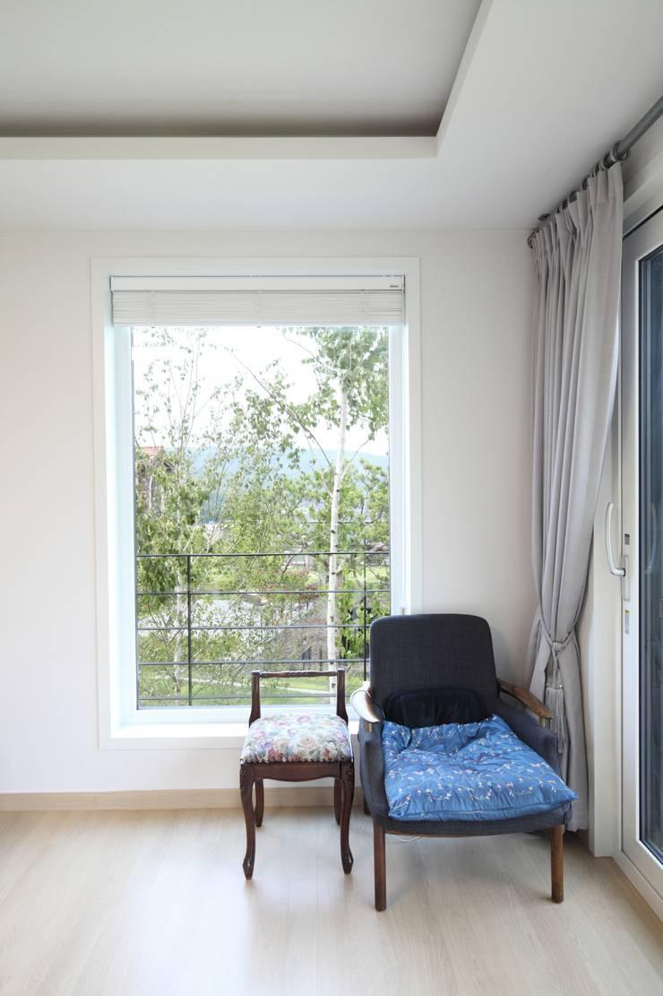 고기동 주택: 지호도시건축사사무소의  침실,모던 MDF