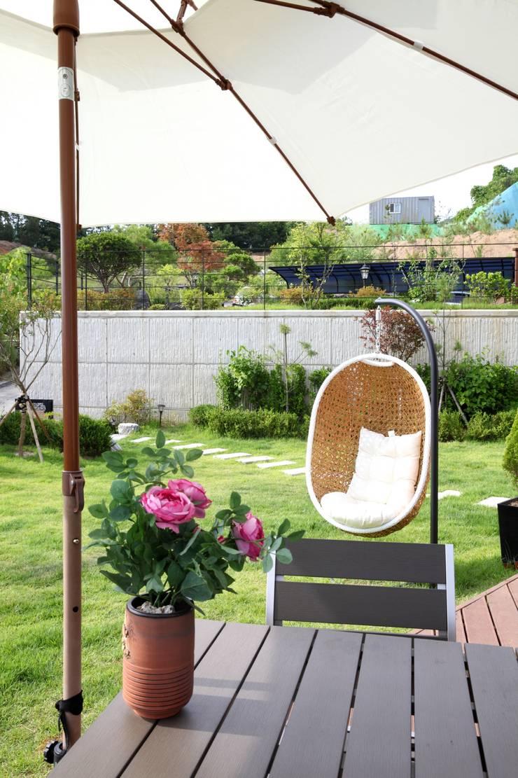 고기동 주택: 지호도시건축사사무소의  정원,모던 MDF