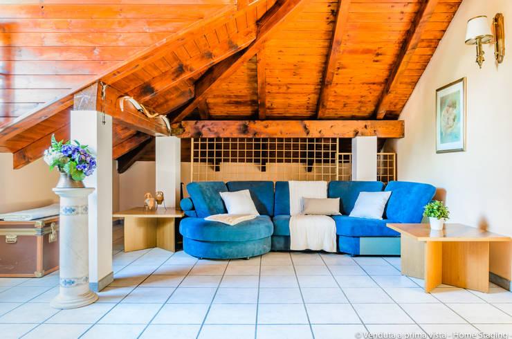 Living room by Venduta a Prima Vista, Rustic