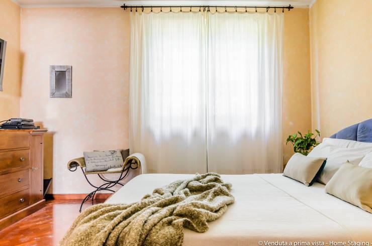 Bedroom by Venduta a Prima Vista, Rustic
