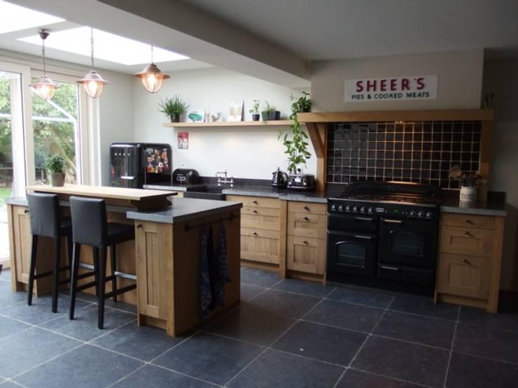 Van Hout Keukens : Landelijke eiken houten keuken by de lange keukens homify