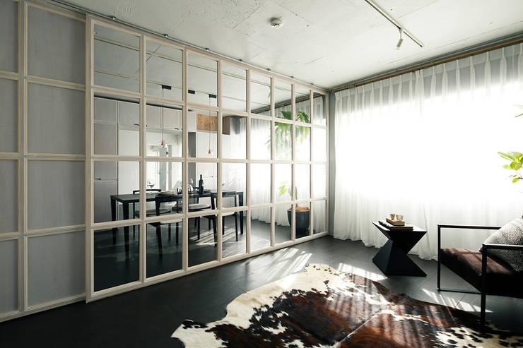 Modern style bedroom by 松島潤平建築設計事務所 / JP architects Modern MDF