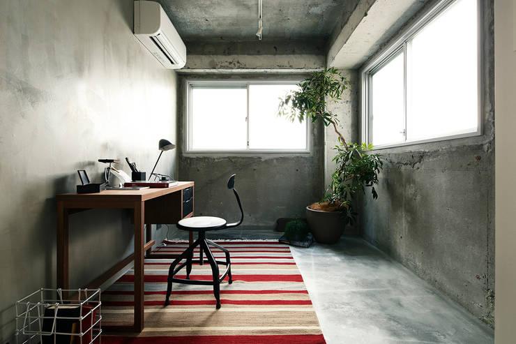 by 松島潤平建築設計事務所 / JP architects Modern Concrete