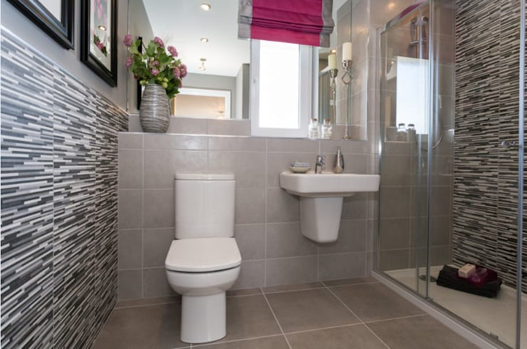 New Year - New Home Decor Ideas.........: modern Bathroom by Graeme Fuller Design Ltd