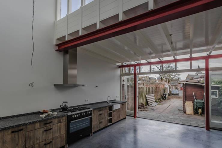 uitbreiding:  Keuken door architectenbureau Huib Koman (abHK)