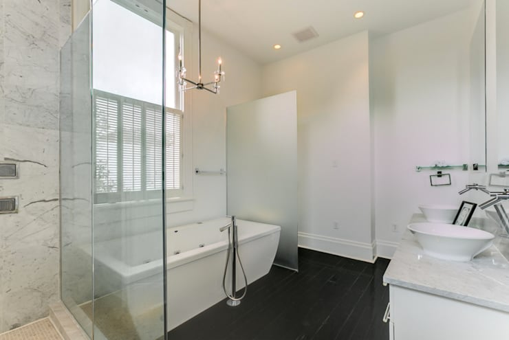 Nashville Avenue Residence, New Orleans:  Bathroom by studioWTA
