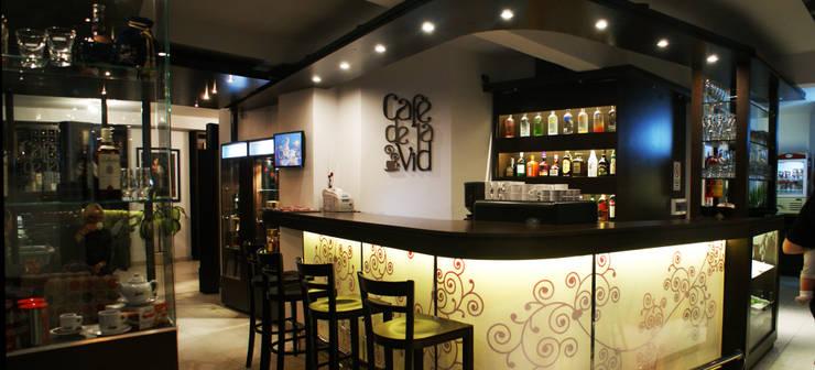 BAR CAFE : Bares y Clubs de estilo  por Estudio Bono-Sanmartino