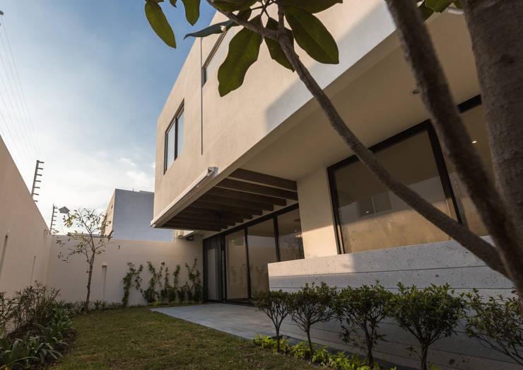 Terrazas de estilo  por 2M Arquitectura