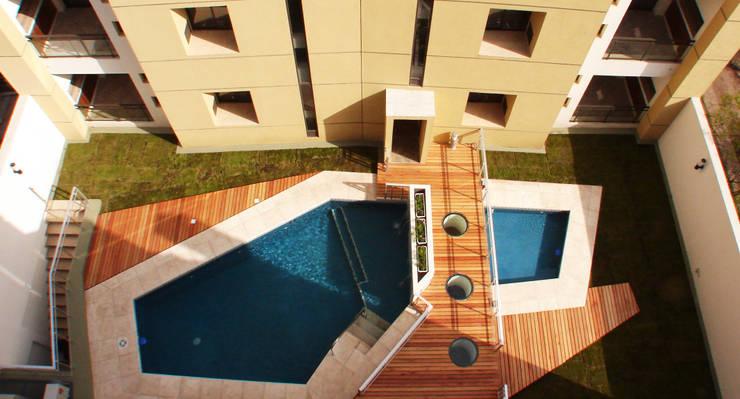Vista Patio Interior: Piletas de estilo  por Estudio Bono-Sanmartino